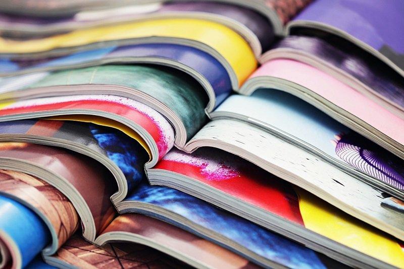 Okładki kolorowych magazynów